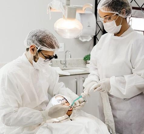Opération des dents de sagesse chez le dentiste