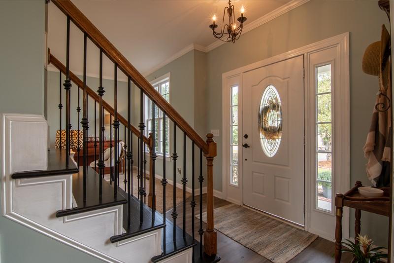 escaliers dans l'entrée d'une maison